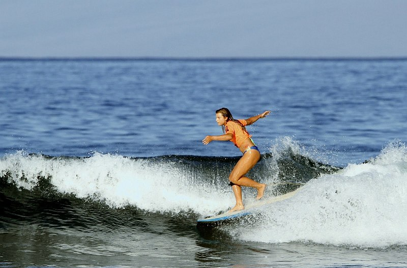 Frau auf dem Surf Brett